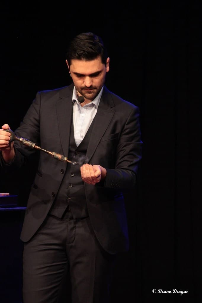 Magicien anniversaire pour enfant Toulon Sanary Rire et magie