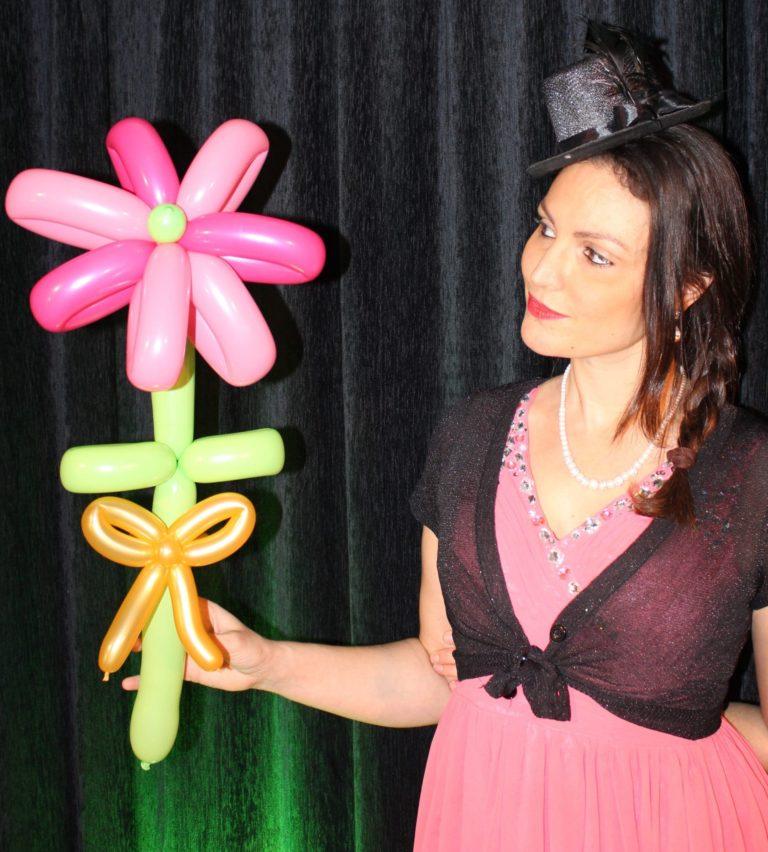 Un bouquet de fleurs en sculpture sur ballon